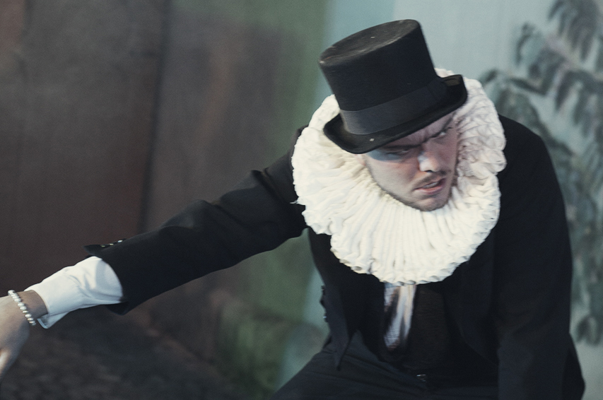 """Der Schauspieler Jan Gugel in """"Ein Sommertheater"""" des Sommertheaters Dessau-Rosslau"""