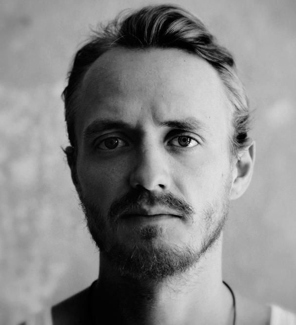 Portrait von Jan Arne Looss, Schauspieler beim Burgtheatersommer Dessau-Rosslau in der Inszenierung Meister und Margarita von Andrea Pinkowski